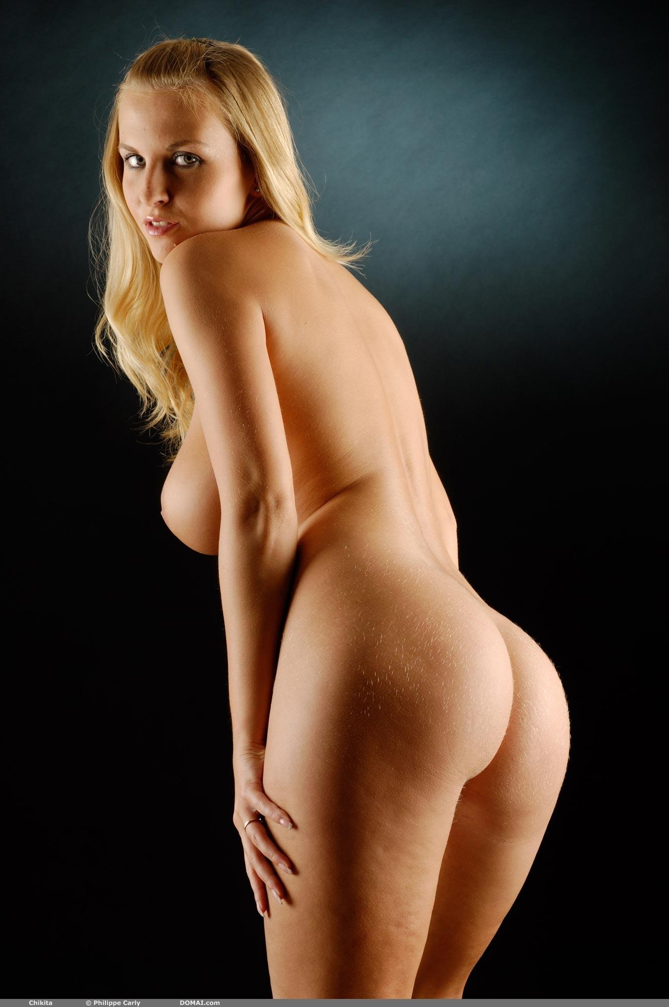 Beautiful nude women simple